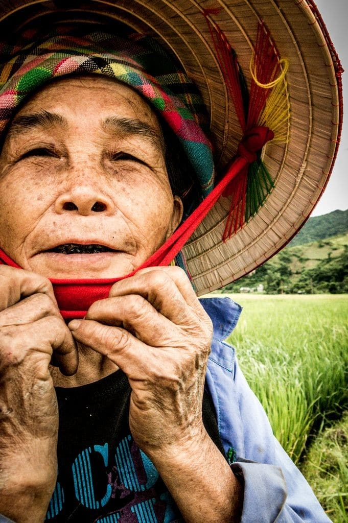 Vieille dame Hmong Bariolée