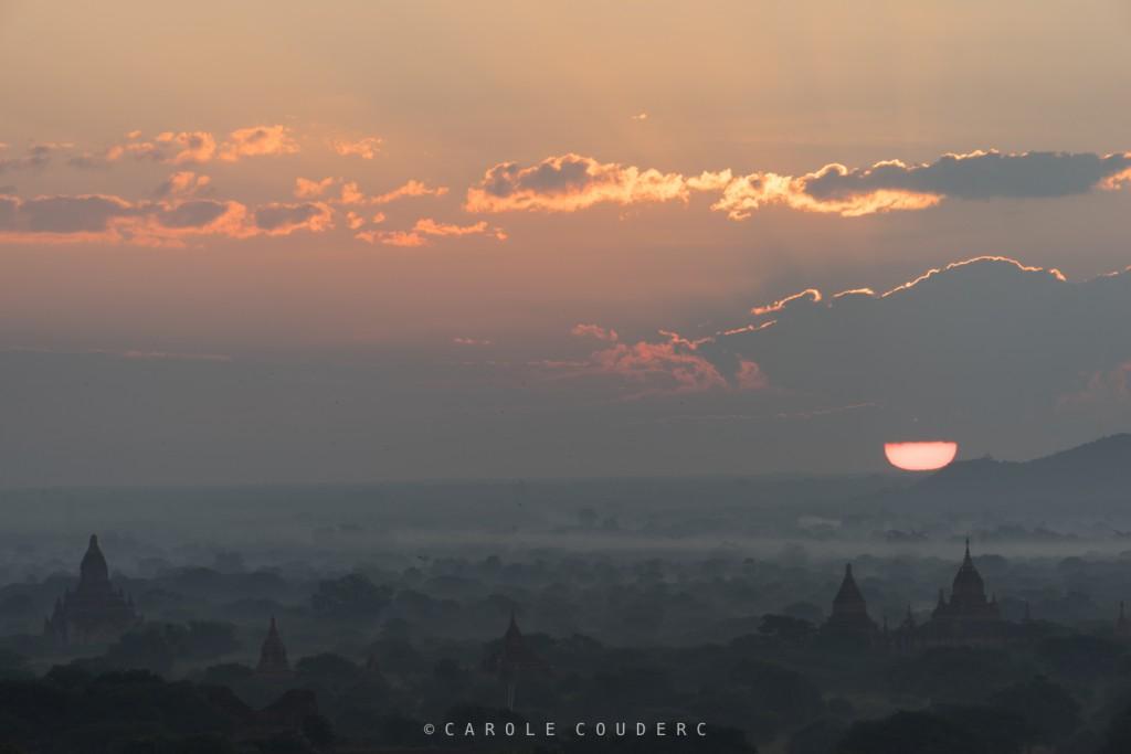 Lever de soleil sur Bagan