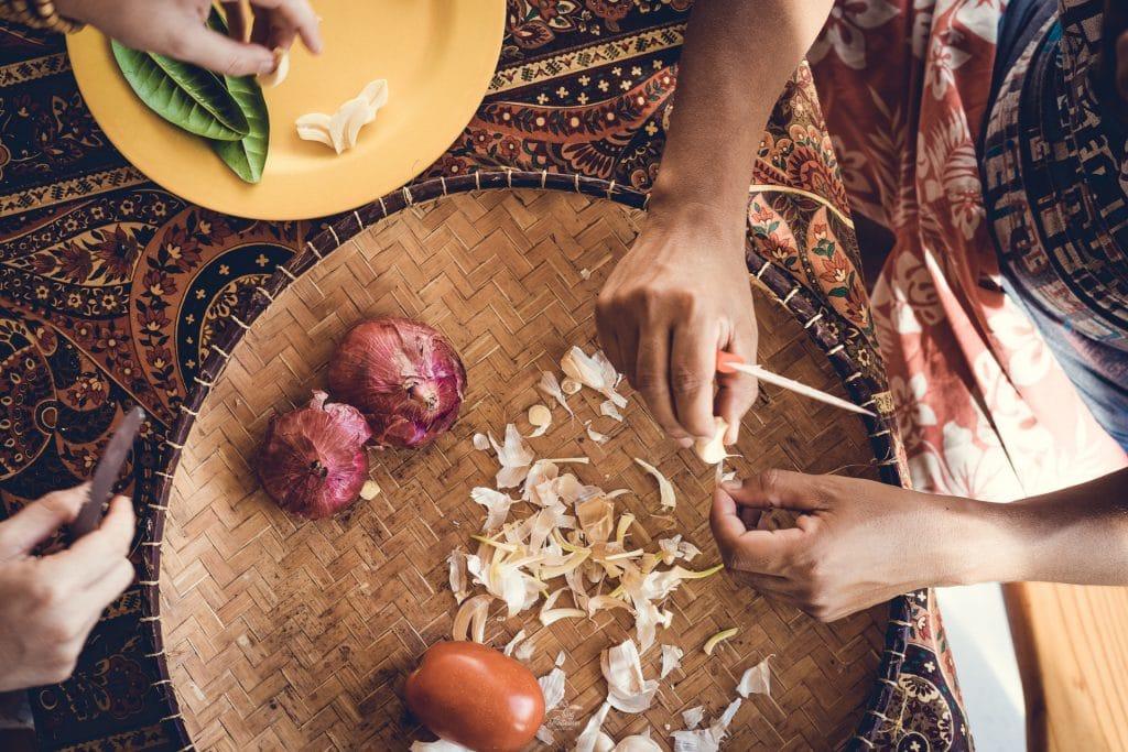 Apprendre à cuisiner le Carry poulet avec John